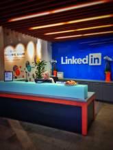 find location independent work online through networking platforms like linkedin