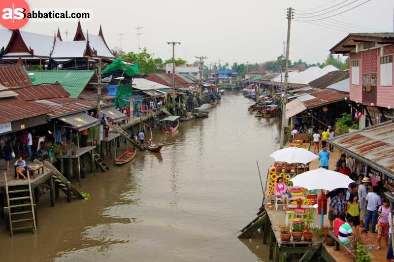 The Amphawa Floating Market is just a 20-minute ride away from Bangkok.