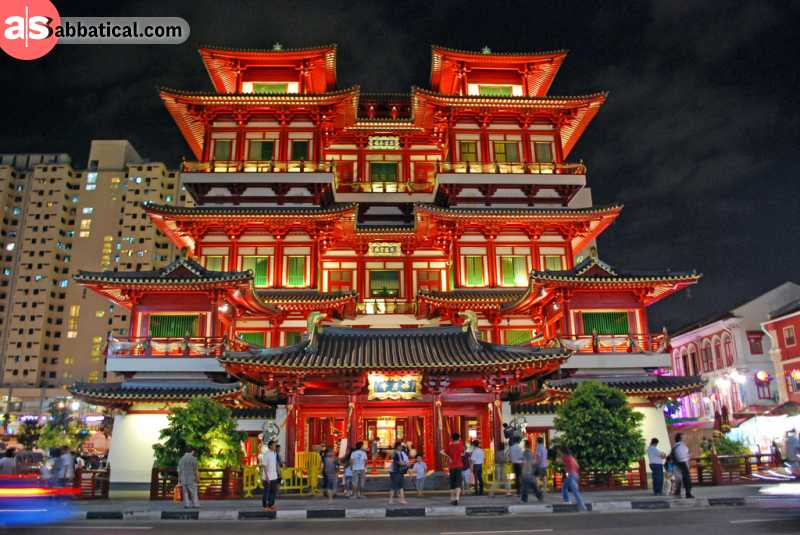 The beautiful facade of Buddha Tooth Relic Temple.