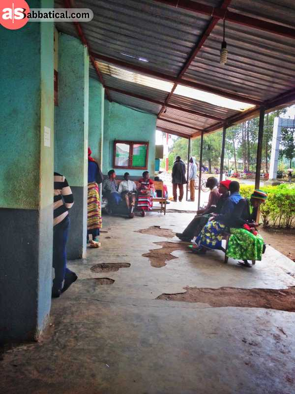 Waiting for the visa on the border from Uganda into Rwanda