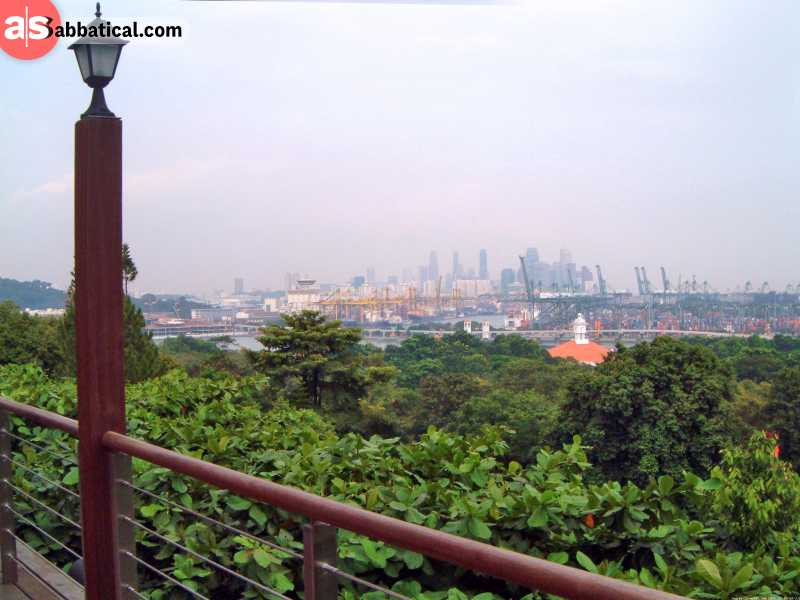 Imbiah Lookout gives you a beautiful panoramic view over the Singapore skyline.