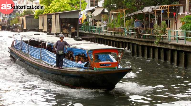 Boat drive on Khlong Saen Saep