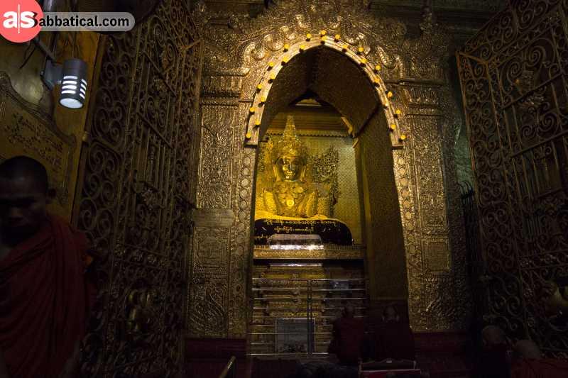 The amazing interior of the Mahamuni Buddha Temple.