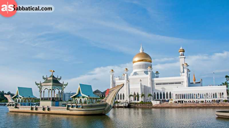 Omar Ali Saifuddien is the most famous mosque in Brunei, and it has a symbolic golden dome that will amaze its visitors.