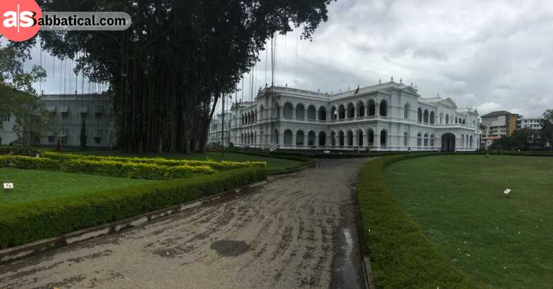 The National Museum of Colombo showcases artifacts from the Dutch period, but also from the royal period.