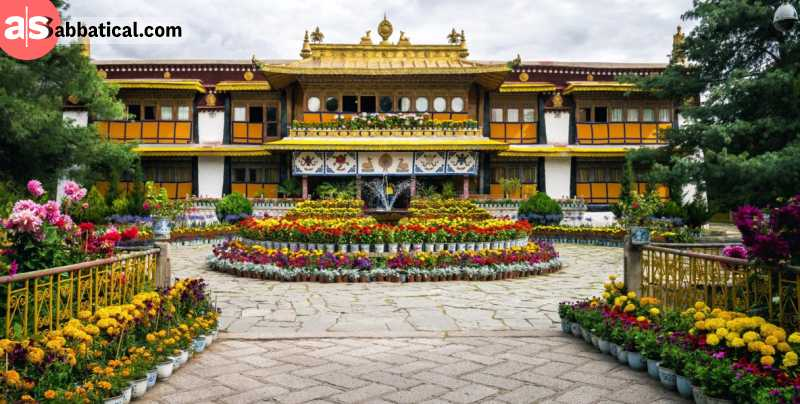 It's no wonder why this beautiful palace called Norbulingka is the summer residence of the Dalai Lamas.
