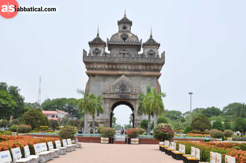 You can climb on top the Patuxai Victory Monument and enjoy the epic view over Vientiane.