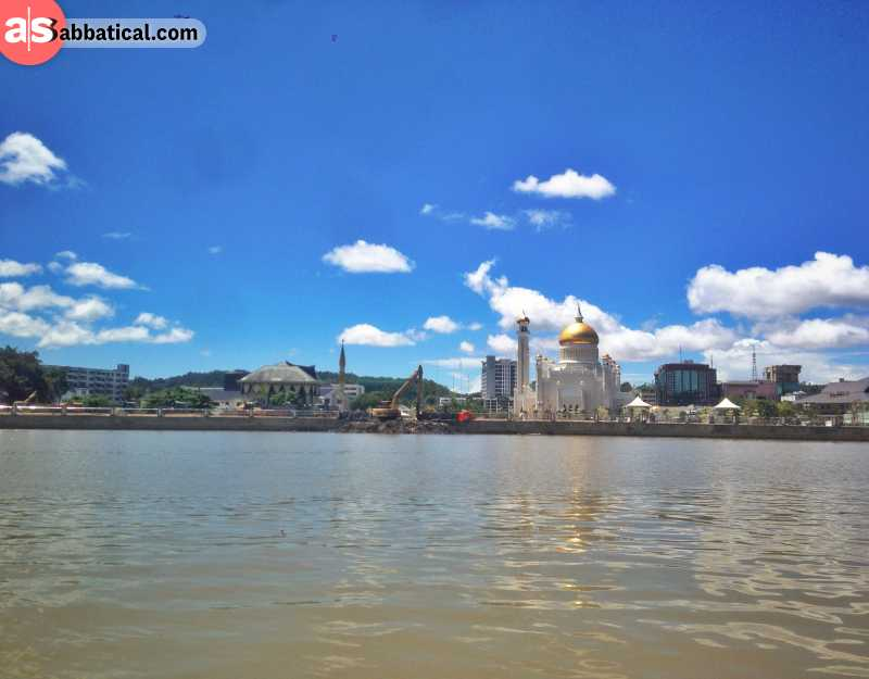 There are numerous diverse places to visit in Brunei, from magnificent mosques to sprawling jungle and floating villages.