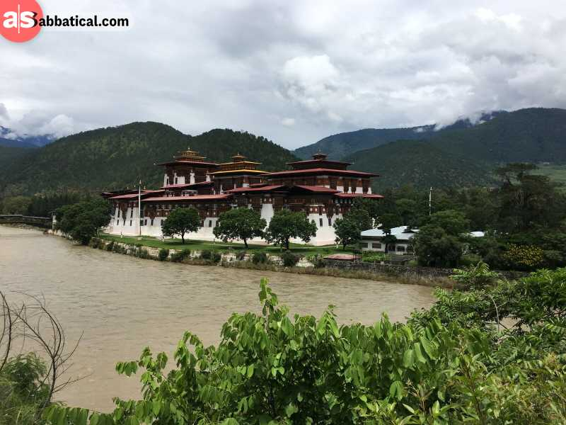 Punakha Dzong is located between Pho Chhu and Mo Chhu.