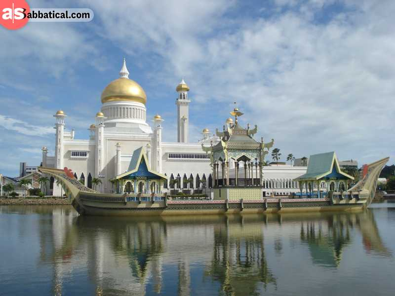 Sultan Omar Ali Saifuddin Mosque is one of the most beautiful in the world.