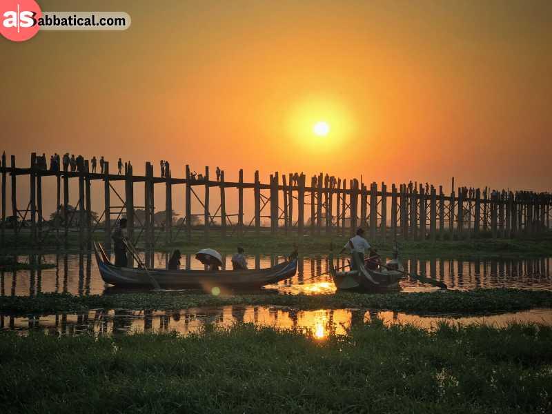 The captivating sunset on the U Bein Bridge.