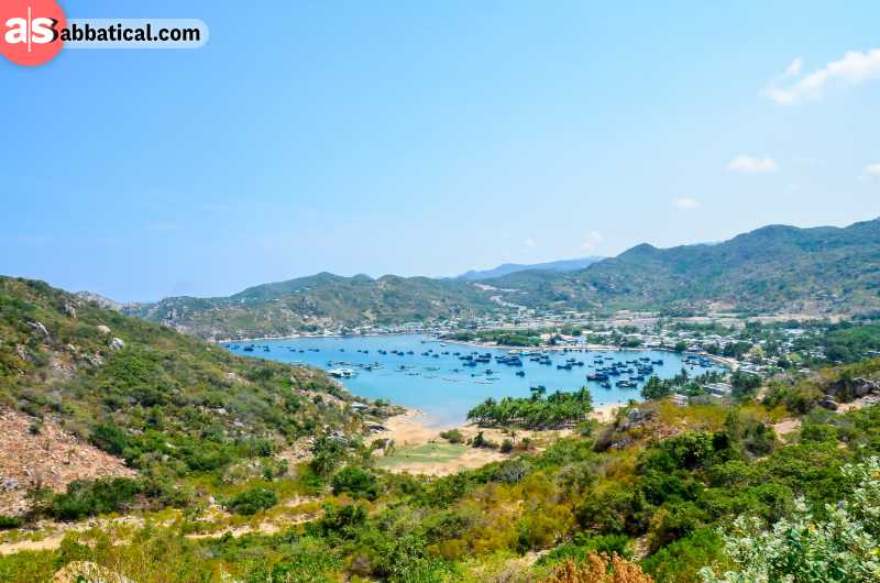 Vinh Hy Bay is ideal if you want to avoid tourist crowds and enjoy in the bustling local life and untouched nature.