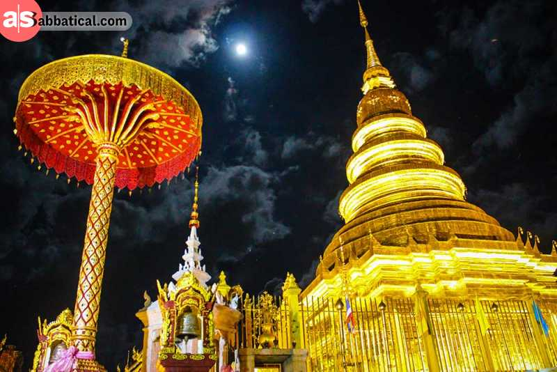Wat Phra That Hariphunchai temple at night.