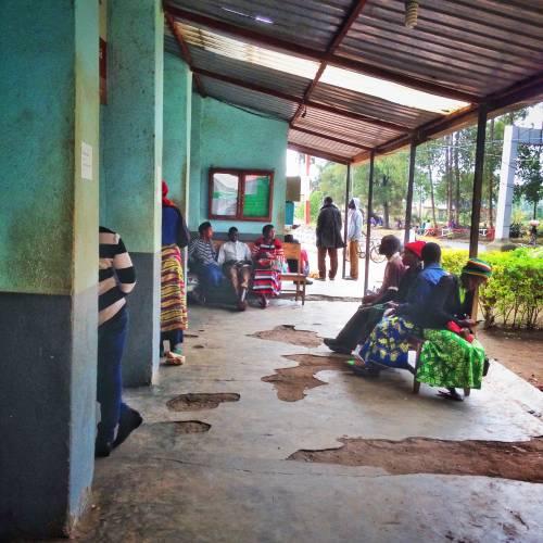 Waiting for the visa on the border from Uganda into Rwanda
